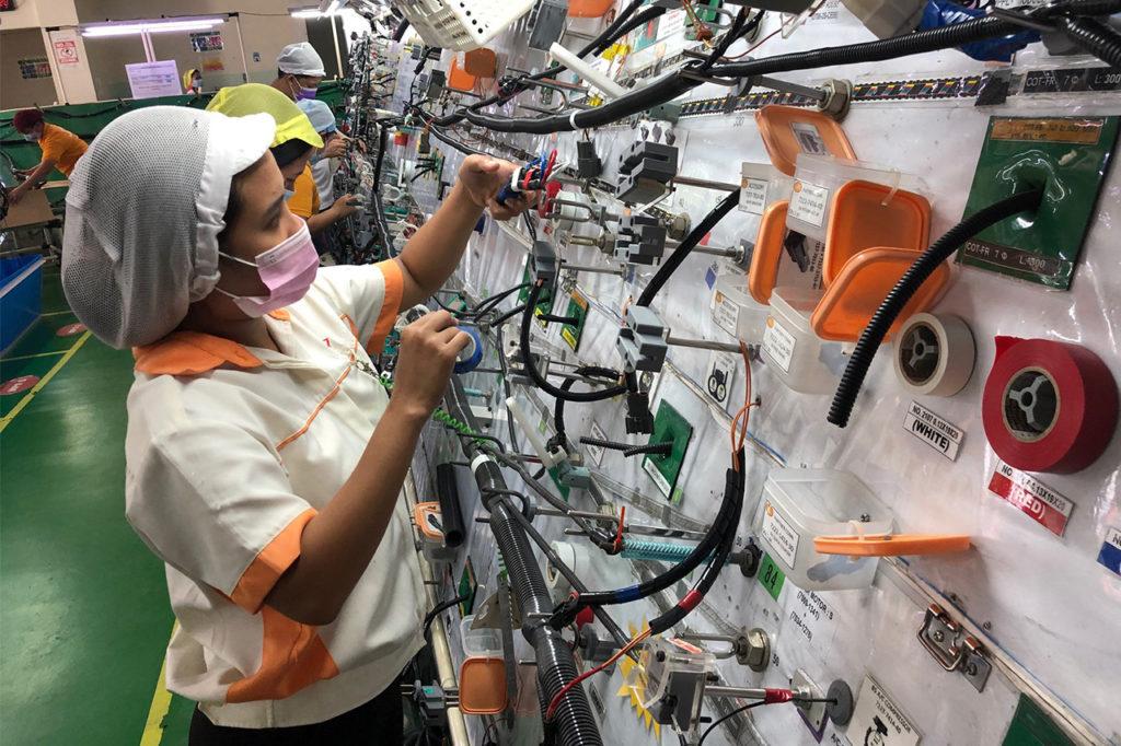 建設機械用メインハーネス(回路約350、全長約6m)の製作【フィリピン工場】